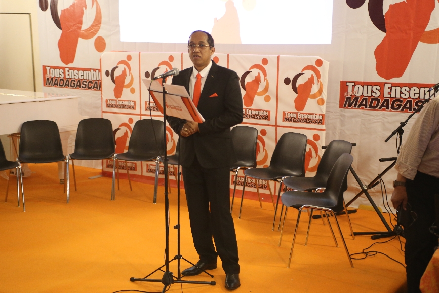 Paris. Présentation de l'association TEM roulant pour Andry Rajoelina